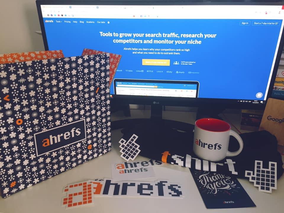 Ahrefs gift stickers y mas